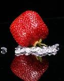 Rode Aardbei met Diamanten Stock Foto's
