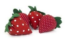 Rode aardbeien met de hand gemaakt van stof Stock Foto's