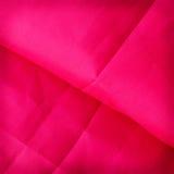 Rode abstracte doek als achtergrond of vloeibare golfillustratie van wav Royalty-vrije Stock Afbeeldingen