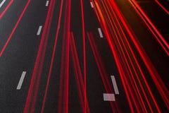 Rode achterlichtstelen op de stegen van de weg van Amsterdam A2 royalty-vrije stock afbeeldingen