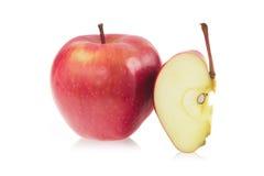 Rode appel en een plak van rode appel Royalty-vrije Stock Fotografie