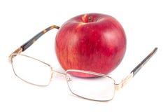 Rode appel en glazen op een witte achtergrond Royalty-vrije Stock Foto