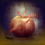 Rode appel met een giftlint Royalty-vrije Stock Foto's