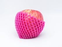Rode appel met het schuim van de fruitbescherming Stock Foto's