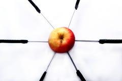 Rode Appel met messen stock afbeeldingen