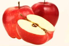 Rode appelen en halve appelen Royalty-vrije Stock Afbeelding