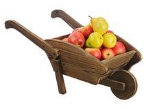 Rode appelen en peren op houten handkar die op witte backgr wordt geïsoleerd Royalty-vrije Stock Afbeelding
