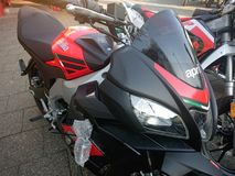 Rode Aprilia-motorfiets Stock Foto