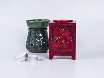 Rode aromalamp met kaarsen op witte achtergrond Royalty-vrije Stock Foto