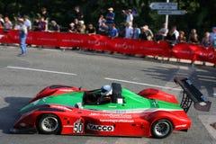 Rode auto bij het begin Stock Afbeelding