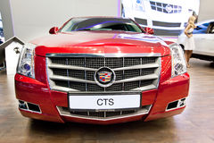 Rode auto Cadillac CTS Royalty-vrije Stock Fotografie