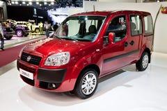 Rode auto Fiat Doblo Royalty-vrije Stock Foto