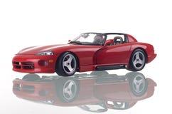 Rode auto met bezinning. Stock Afbeelding
