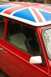 Rode auto met Engelse vlag Stock Afbeelding