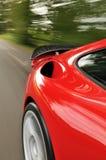 Rode auto met spoiler Royalty-vrije Stock Afbeeldingen