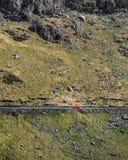 Rode Auto in Snowdonia stock foto's