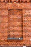 Rode bakstenen muur en een venster stock fotografie