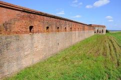 Rode Bakstenen muur van de Klinknagel van het Fort stock foto's