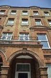 Rode bakstenenhuizen in Londen, Engelse architectuur Royalty-vrije Stock Afbeeldingen