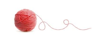 Rode bal van het garen van de Dradenwol stock fotografie