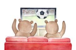 Rode bank met twee heel bruine beren die van een voetbalgelijke bij de Televisie genieten stock illustratie