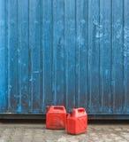 Rode benzineblikken Stock Afbeelding