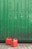 Rode benzineblikken Stock Afbeeldingen