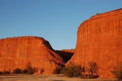 Rode Bergrots Cliff Daytime Stock Afbeelding