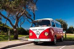 Rode Bestelwagen Combi Stock Afbeelding