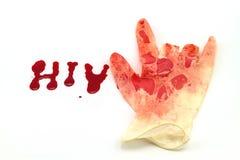 Rode bloeddoorlopen in handschoenhand op a-woordhiv op witte achtergrond royalty-vrije stock foto