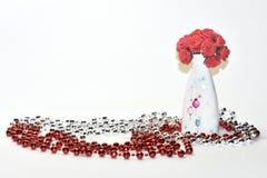 Rode bloemen in een vaas Royalty-vrije Stock Afbeeldingen