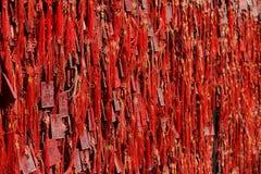 Rode Boeddhistische gebedtabletten Royalty-vrije Stock Foto's