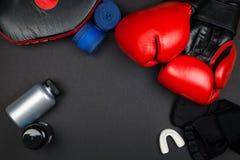 Rode bokshandschoenen Royalty-vrije Stock Foto
