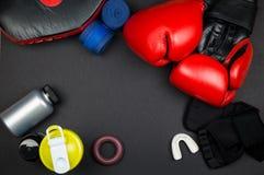 Rode bokshandschoenen Royalty-vrije Stock Foto's