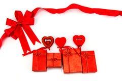 Rode boog en giftdoos Het concept van de valentijnskaart Royalty-vrije Stock Afbeelding