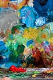 Rode boon op de schilderspaletten Royalty-vrije Stock Afbeeldingen