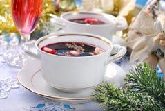 Rode borscht en bollen voor Kerstmisvooravond Royalty-vrije Stock Foto