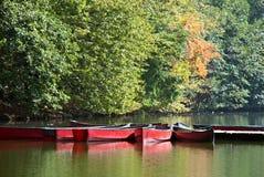 Rode boten op een meer Stock Foto