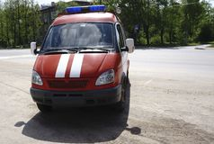 Rode brandvrachtwagen met opvlammende lichten royalty-vrije stock foto's