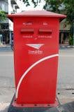 Rode brievenbus in Bangkok Stock Afbeeldingen