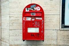 Rode brievenbus in Kopenhagen Stock Foto's