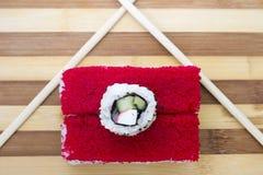 Rode broodjes met eetstokjes op een scherpe raad Royalty-vrije Stock Foto