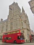 Rode bussen, Engeland stock afbeeldingen