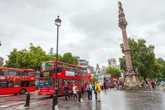 Rode Bussen in Londen Stock Afbeelding