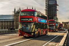 Rode Bussen in Londen Big Ben stock foto