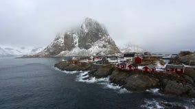 Rode cabines van Hamnoy-dorp, Lofotens stock video