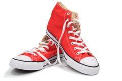 Rode canvastennisschoenen Stock Foto