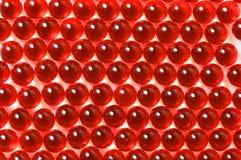 Rode capsules op een wit close-up als achtergrond royalty-vrije stock afbeeldingen