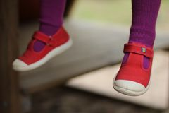 Rode childsschoenen stock foto