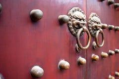 Rode Chinese deur royalty-vrije stock afbeeldingen